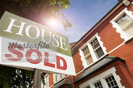 House with SOLD notice Stock Photo - Premium Royalty-Free, Image code: 649-03770416