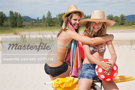 Smiling women together on the beach Stock Photo - Premium Royalty-Free, Image code: 649-03771216