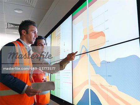 Oil workers with geology screen Stock Photo - Premium Royalty-Free, Image code: 649-03773577