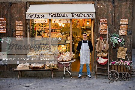 Owner standing in front of deli Stock Photo - Premium Royalty-Free, Image code: 649-03774769