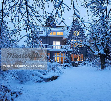 Beautiful villa under the snow Stock Photo - Premium Royalty-Free, Image code: 649-03775053
