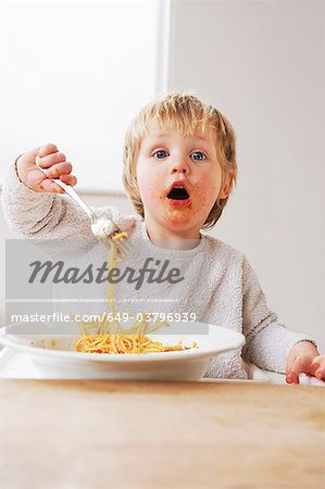 2 year old boy eating spaghetti Stock Photo - Premium Royalty-Free, Image code: 649-03796939