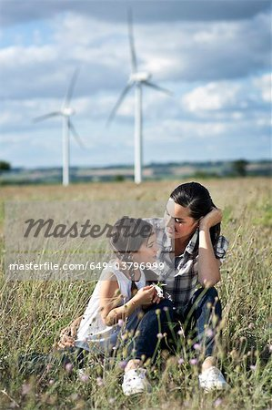 Mother and daugther in a field Stock Photo - Premium Royalty-Free, Image code: 649-03796999