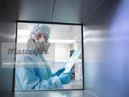 Scientist with product in clean room Stock Photo - Premium Royalty-Free, Image code: 649-03797163