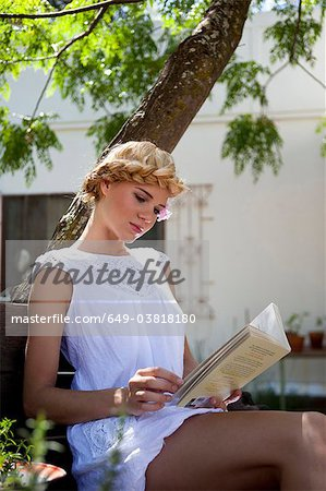 Girl reading Stock Photo - Premium Royalty-Free, Image code: 649-03818180