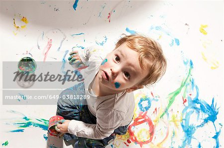 Little boy playing with finger paint Stock Photo - Premium Royalty-Free, Image code: 649-03818289