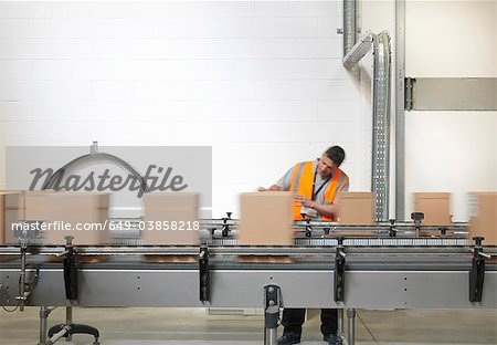 Factory worker checking boxes in plant Stock Photo - Premium Royalty-Free, Image code: 649-03858218