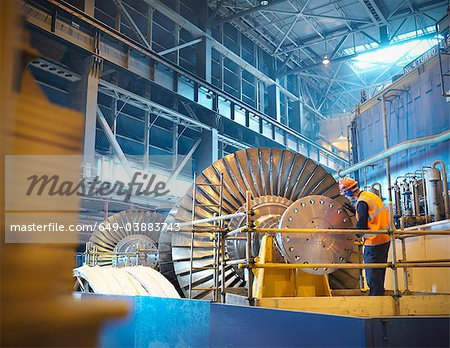 Worker inspects turbine in power station Stock Photo - Premium Royalty-Free, Image code: 649-03883743