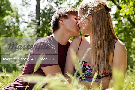 Teenage couple kissing in tall grass Stock Photo - Premium Royalty-Free, Image code: 649-05555597