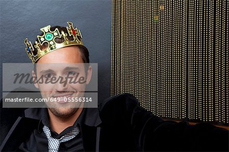 Smiling man wearing plastic crown Stock Photo - Premium Royalty-Free, Image code: 649-05556314