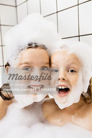 Children playing with bubbles in bath Stock Photo - Premium Royalty-Free, Image code: 649-05656938
