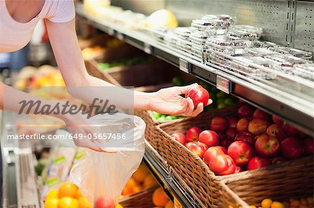 Woman selecting fruit at grocery store Stock Photo - Premium Royalty-Free, Image code: 649-05657456