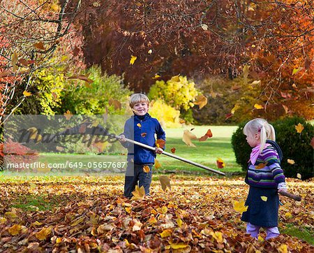 Children raking fall leaves Stock Photo - Premium Royalty-Free, Image code: 649-05657687