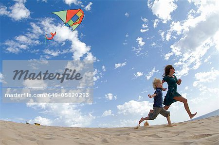 Mother and son flying kite on beach Stock Photo - Premium Royalty-Free, Image code: 649-05820293
