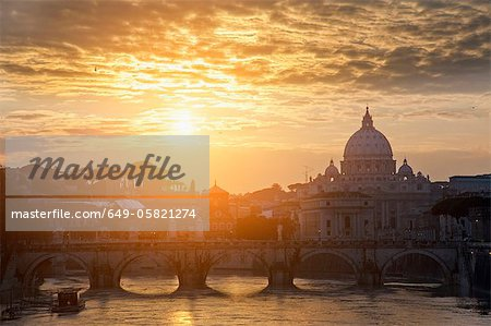 St Peters Basilica and bridge on canal Stock Photo - Premium Royalty-Free, Image code: 649-05821274