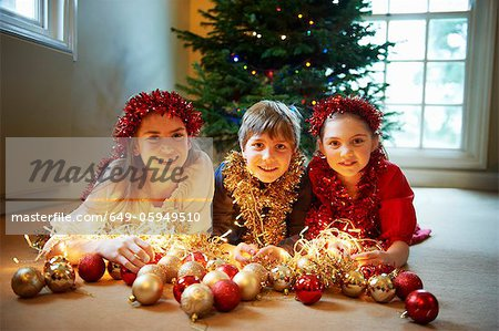 Children with Christmas decorations Stock Photo - Premium Royalty-Free, Image code: 649-05949510