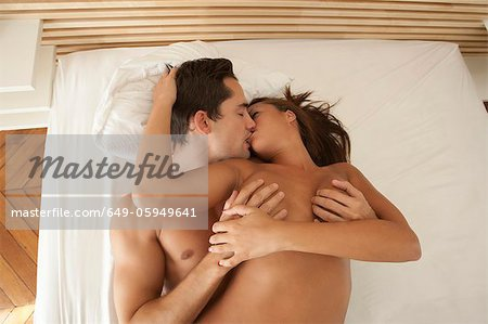 Nude couple kissing in bed Stock Photo - Premium Royalty-Free, Image code: 649-05949641