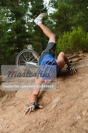 Man falling off mountain bike Stock Photo - Premium Royalty-Free, Image code: 649-05949860