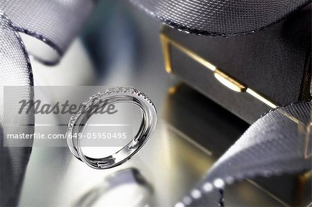 Close up of modern engagement ring Stock Photo - Premium Royalty-Free, Image code: 649-05950495