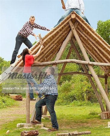 People building log hut together Stock Photo - Premium Royalty-Free, Image code: 649-06000601