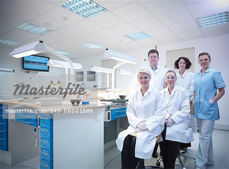 Dentist and dental students in lab Stock Photo - Premium Royalty-Free, Image code: 649-06001586