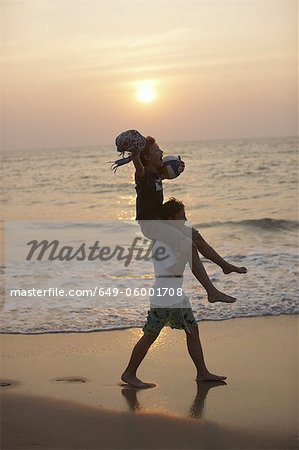 Man carrying daughter on shoulders Stock Photo - Premium Royalty-Free, Image code: 649-06001708