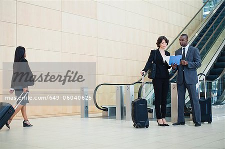 Business people talking in lobby Stock Photo - Premium Royalty-Free, Image code: 649-06040625