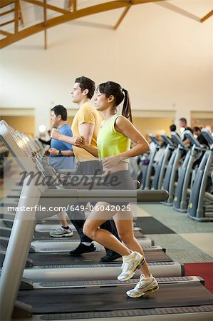 People using treadmills in gym Stock Photo - Premium Royalty-Free, Image code: 649-06042025