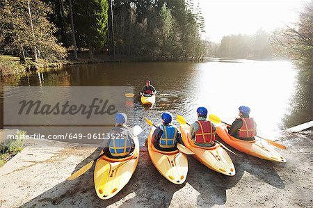 Kayaks lined up at edge of lake Stock Photo - Premium Royalty-Free, Image code: 649-06113525