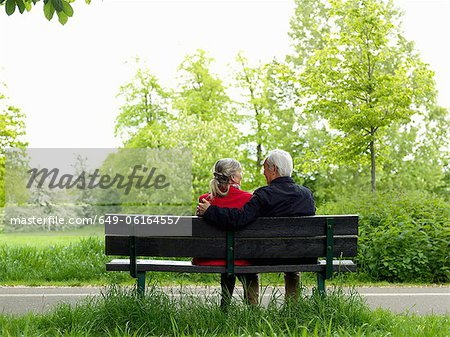 Older couple sitting on park bench Stock Photo - Premium Royalty-Free, Image code: 649-06164557