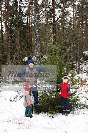Family picking Christmas tree outdoors Stock Photo - Premium Royalty-Free, Image code: 649-06164680