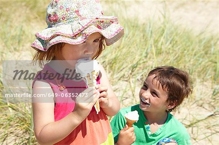Children eating ice cream on beach Stock Photo - Premium Royalty-Free, Image code: 649-06352473