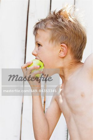 Close up of boy eating apple Stock Photo - Premium Royalty-Free, Image code: 649-06353345