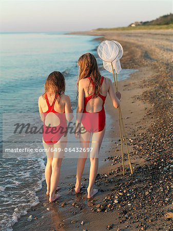 Girls walking on rocky beach Stock Photo - Premium Royalty-Free, Image code: 649-06432697