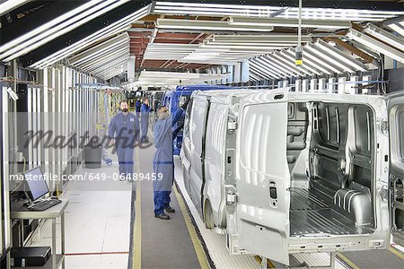 Workers inspecting cars in factory Stock Photo - Premium Royalty-Free, Image code: 649-06489459