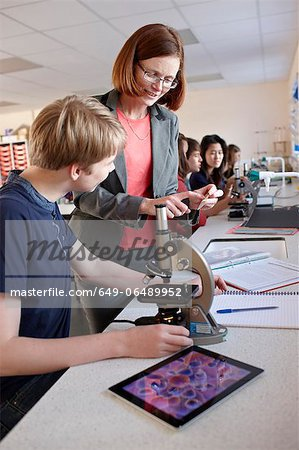 Teacher with student in science class Stock Photo - Premium Royalty-Free, Image code: 649-06489952