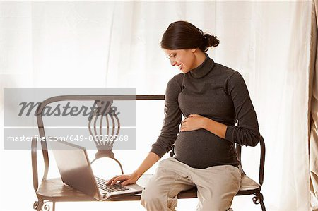 Pregnant woman using laptop Stock Photo - Premium Royalty-Free, Image code: 649-06532568