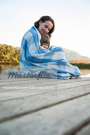 Mother and daughter wrapped in blanket Stock Photo - Premium Royalty-Free, Image code: 649-06533031