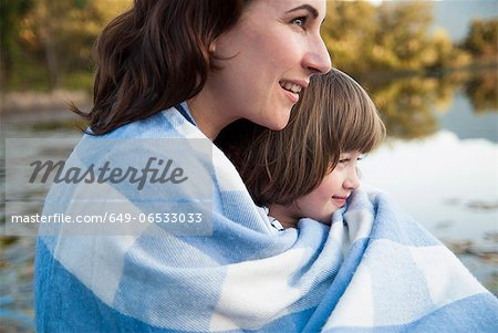 Mother and daughter wrapped in blanket Stock Photo - Premium Royalty-Free, Image code: 649-06533033