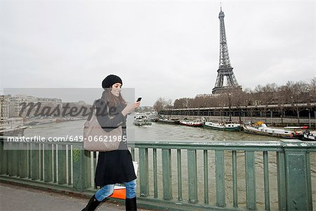 Woman using cell phone on waterfront Stock Photo - Premium Royalty-Free, Image code: 649-06621985