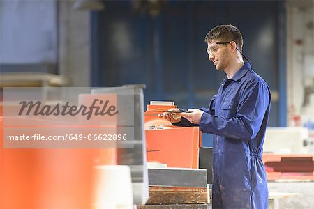 Worker making mould in foundry Stock Photo - Premium Royalty-Free, Image code: 649-06622896