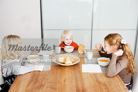 Children eating lunch at table Stock Photo - Premium Royalty-Free, Image code: 649-06623057