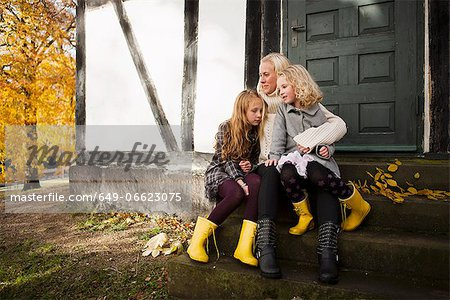 Mother and daughters sitting outdoors Stock Photo - Premium Royalty-Free, Image code: 649-06623075