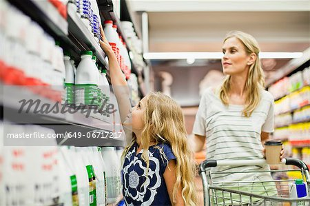 Mother and daughter in grocery store Stock Photo - Premium Royalty-Free, Image code: 649-06717217