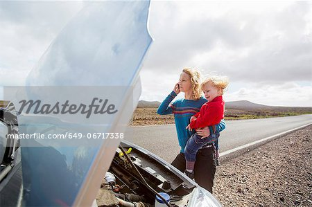 Mother and daughter with broken down car Stock Photo - Premium Royalty-Free, Image code: 649-06717338