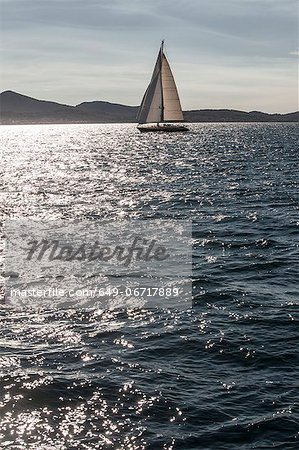 Sailboat on still lake Stock Photo - Premium Royalty-Free, Image code: 649-06717889