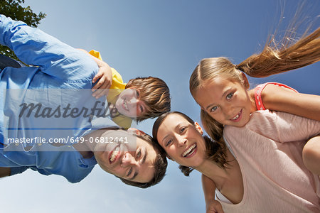 Portrait of family with two children from below Stock Photo - Premium Royalty-Free, Image code: 649-06812441