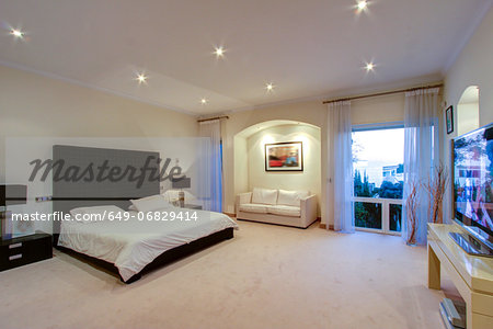 Luxury bedroom in wealthy home Stock Photo - Premium Royalty-Free, Image code: 649-06829414