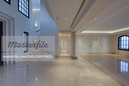 Empty lobby of luxury villa Stock Photo - Premium Royalty-Free, Image code: 649-06829425