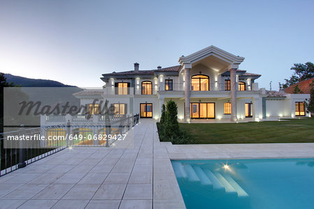 Swimming pool of luxury villa at dusk Stock Photo - Premium Royalty-Free, Image code: 649-06829427